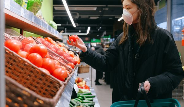 Covid-19: recessão econômica polariza comportamento de consumo, diz Nilsen